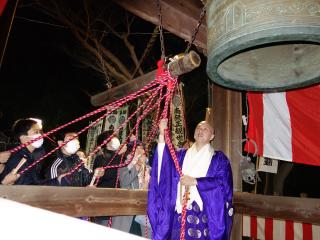 Yagotosan Koshoji Temple's Joya no Kane (The Tolling Bell Ceremony on New Year's Eve)