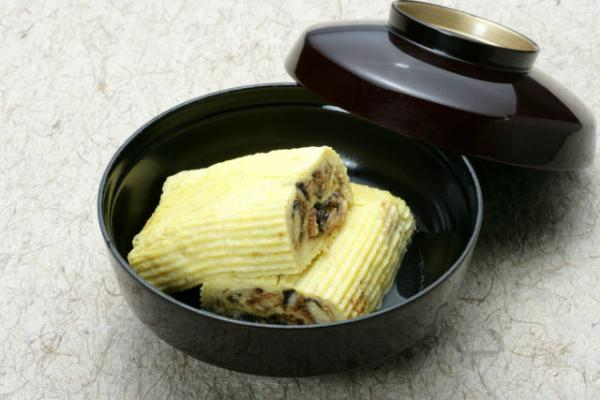 Umaki (omelet-wrapped eel)